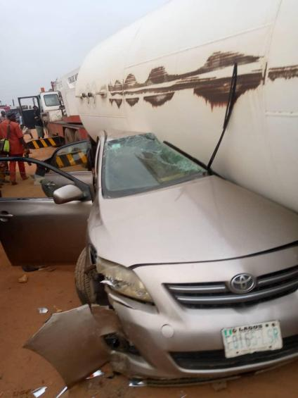 One Dies As Gas Tanker Falls On Vehicles On Lagos-Ibadan Expressway