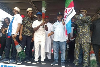 The Moment PDP's Senator Odey Joined APC After Losing Seat