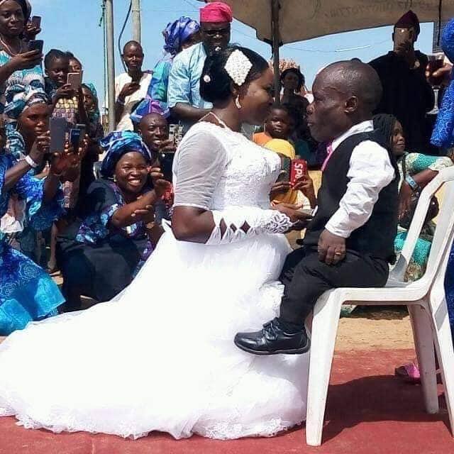 Photo As Dwarf Man Marries Tall Woman