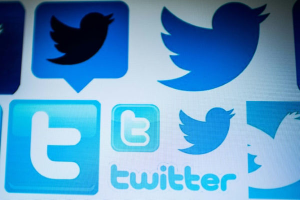 Twitter Deletes 10,000 Accounts