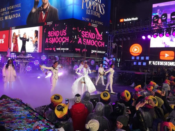 Rain, Festivities Welcomes New York To 2019
