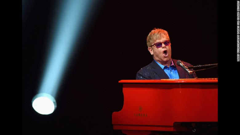 Elton John Suspends Tour, After Developing Pneumonia In New Zealand