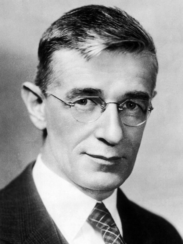 What invention did vannevar bush write about in a 1945 essay