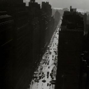 Changing New York: Berenice Abbott's Stunning Black-and-White Photos from the 1930s