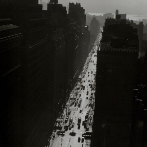 Changing New York: Berenice Abbott's Stunning Black-and-White Photos from the 1930s