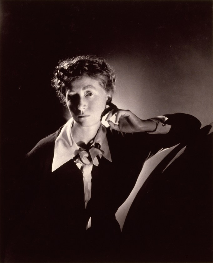 poetry by marianne moore Marianne craig moore (november 15, 1887 – february 5, 1972) was an american modernist poet, critic, translator, and editorher poetry is noted for formal innovation, precise diction, irony, and wit.