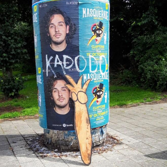 kunststraat, trashart, trash, vuilniscontainer, kadodo, recycleart, duurzaam, duurzaamheid, creator, creatie, robert, pennekamp, hout, beeld, groefvuil, streetart, straat art, bouwafval, kunst,