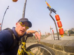 Cycling-on-the-Great-City-Wall-of-Xi'an