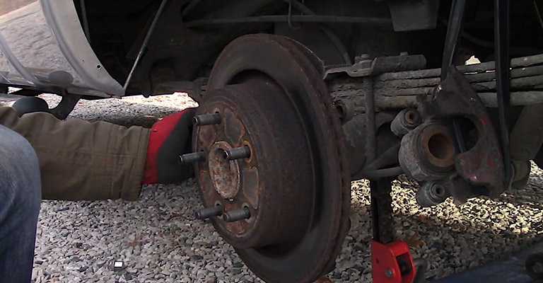 How to Remove a Stuck Rotor Safely and Smoothly FI