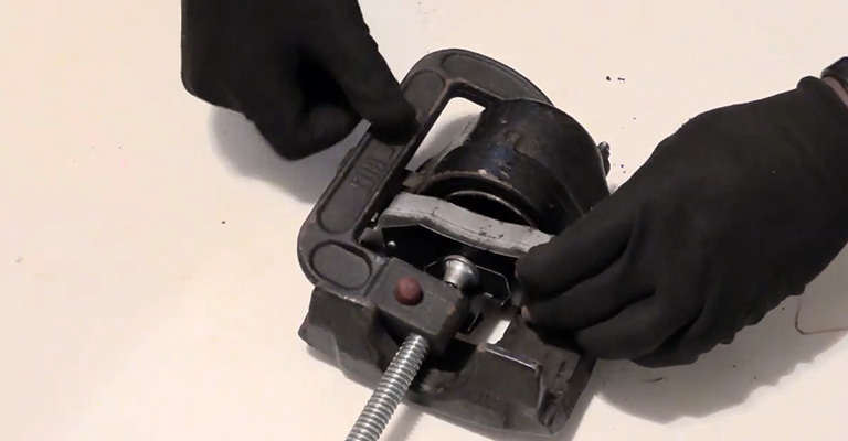 How Do You Change Brake Pads With C Clamp