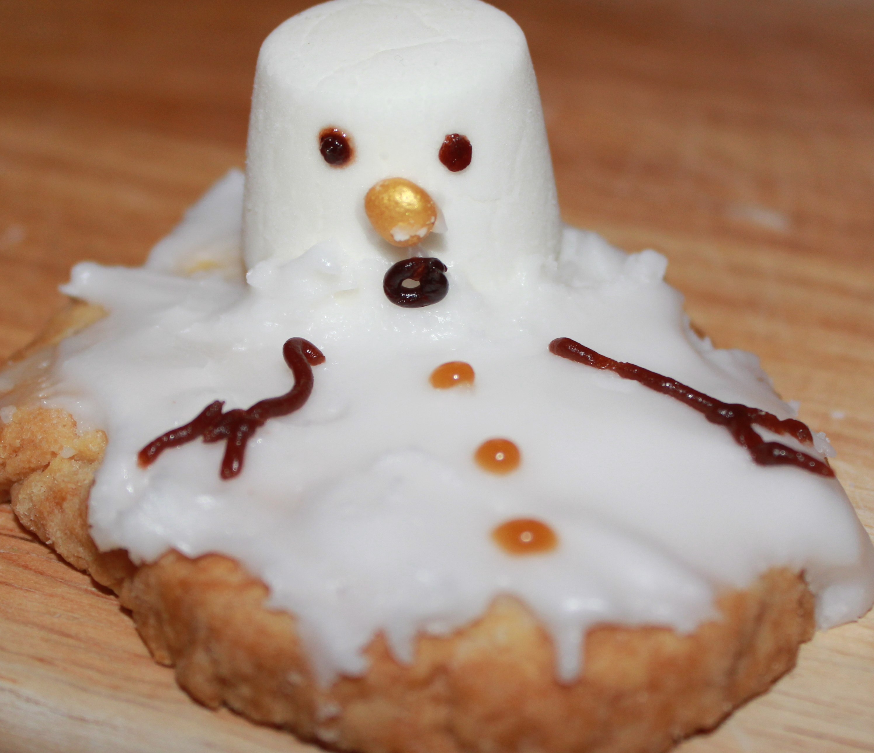 Melting snowmen biscuits