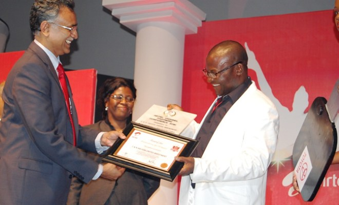 Airtel CEO Rajan Swaroop crowns Nwabueze Nwachukwu of CN Abuson Best Partner at the channel partner awards