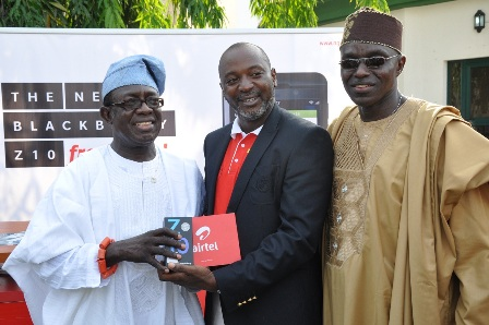 Wole Abu, General Manager, Acquisitions, Airtel Nigeria(M) presenting the newly launched BlackBerry Z10 from Airtel Nigeria to Mr. Richard Giwa-Osagie, Chairman of Ikoyi Club (L) while Tunji Okesola, Entertainment Chairman, Ikoyi Club 1938 (R) looks on