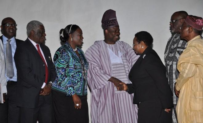 L-R APCON Chairman Lolu Akinwunmi, Former APCON Chairman Mr. Chris Doghudje, AAAN President Bunmi Oke,His Excellendcy, Ogun State Gov. Senator Ibikunle Amosun