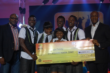 (L-R) Corporate Affairs Adviser Nigerian Breweries Plc, Kufre Ekanem, winners of the Maltina Dance All Season Seven (MDA 7) Briggs family and the Human Resources Director, Victor Famuyibo at the grand finale