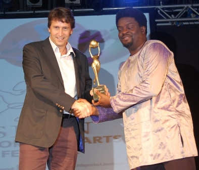 (L-R) Marketing Director Nigerian Breweries Plc, Walter Drenth receiving Maltina Dance All best dance show award from Pastor Dele Balogun at the Society for Performing Art of Nigeria SPANFEST award in Lagos.