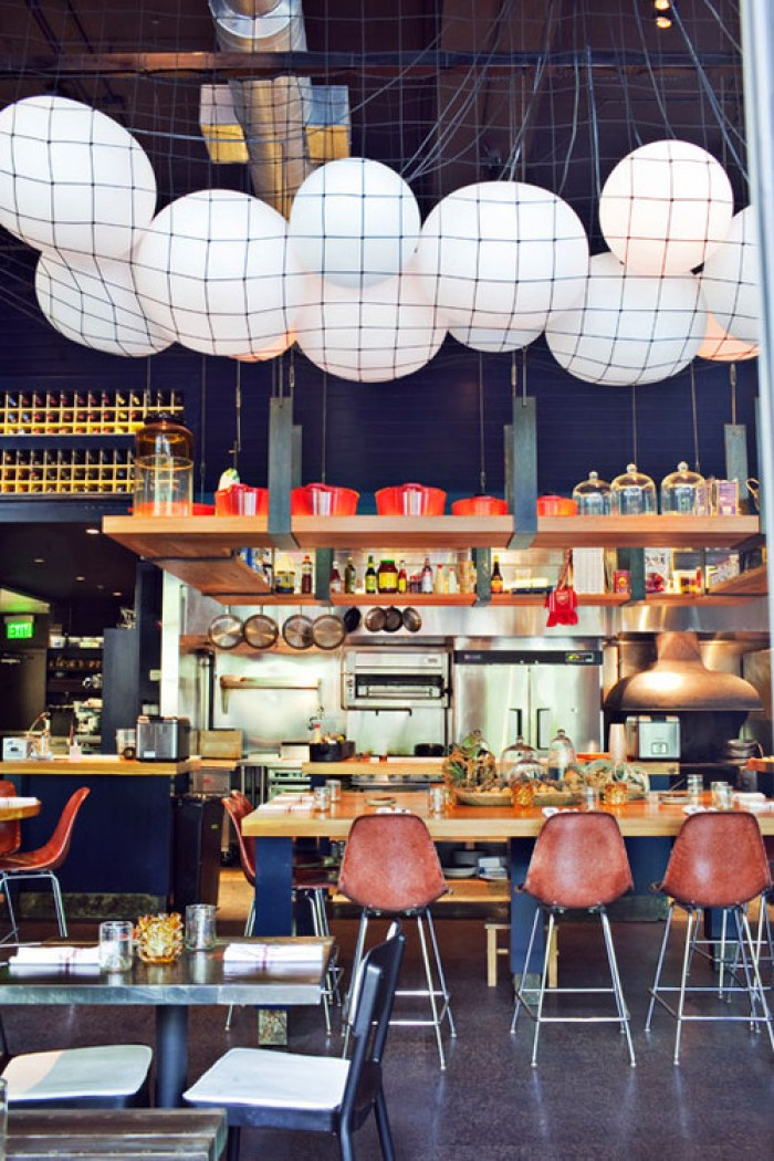 18 Fresh & Simple Restaurant Interiors
