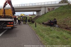 2012_04_15 Auto over de kop A2 Nederweert 151