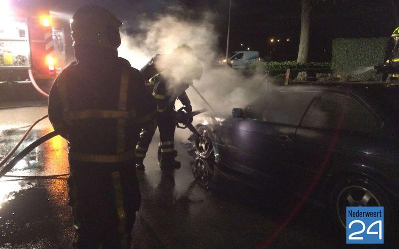 Auto brand aan de Florastraat