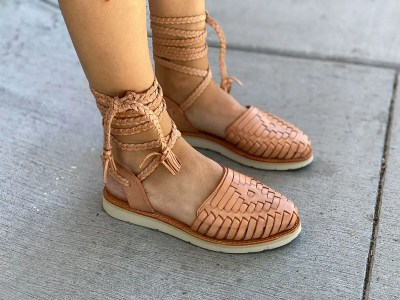 - CZA26gld new handmade sizes 5-10 U.S Women/'s Mexican Huaraches Cross weave leather leather tops GOLD leather  rubber bottoms