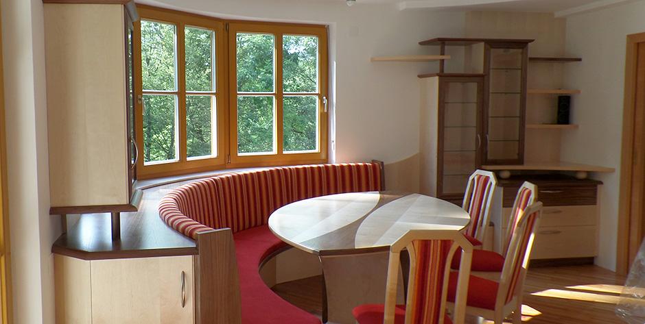Esszimmer in Amerikanischem Nussbaumholz mit Birke  Wohntraum Branka
