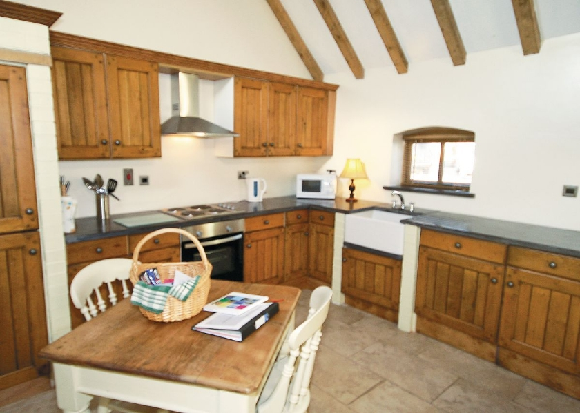 02-the-grooms-cottage-kitchen