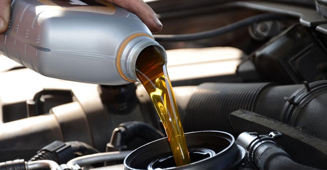 Como fazer seu cliente entender a importância da troca de óleo e gerar rentabilidade em sua loja de autopeças?