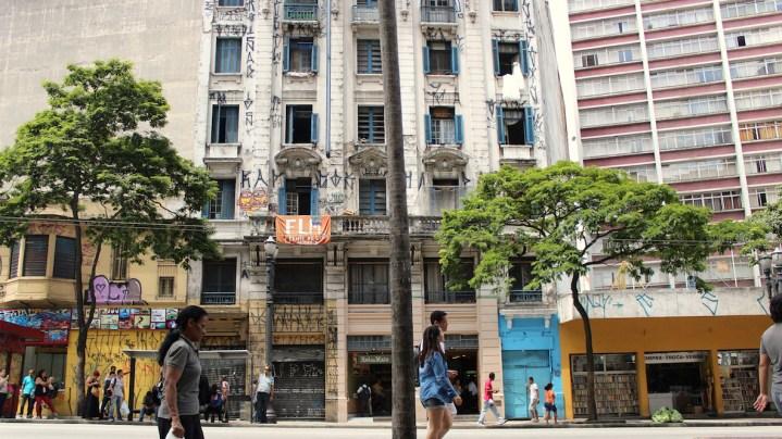 Hotel Columbia Palace, occupied since 2010, it is located in downtown's famous corner, São João x Ipiranga
