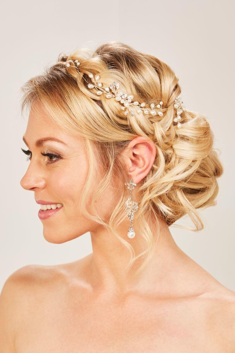 Zauberhafte Brautfrisuren mit Haarschmuck  Heiraten mit