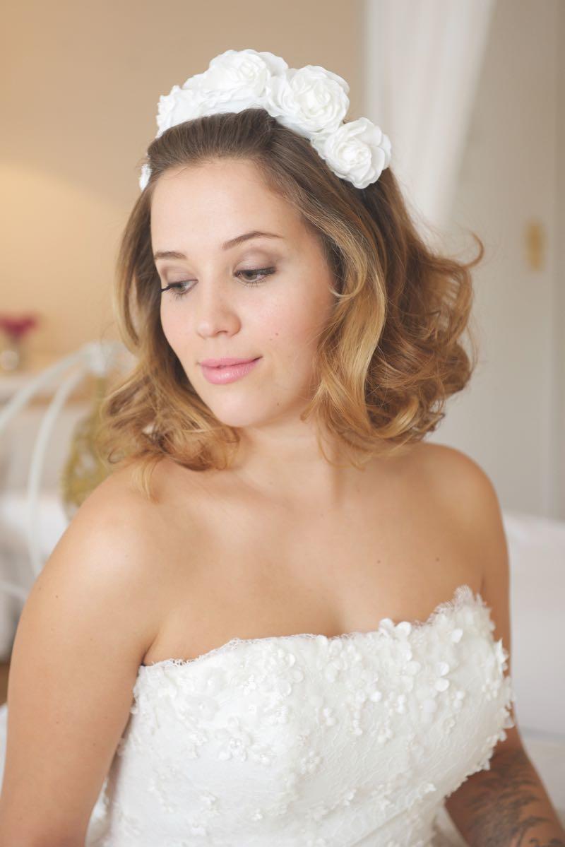 Moderne Brautfrisuren mit Blumen und Federn  Heiraten mit
