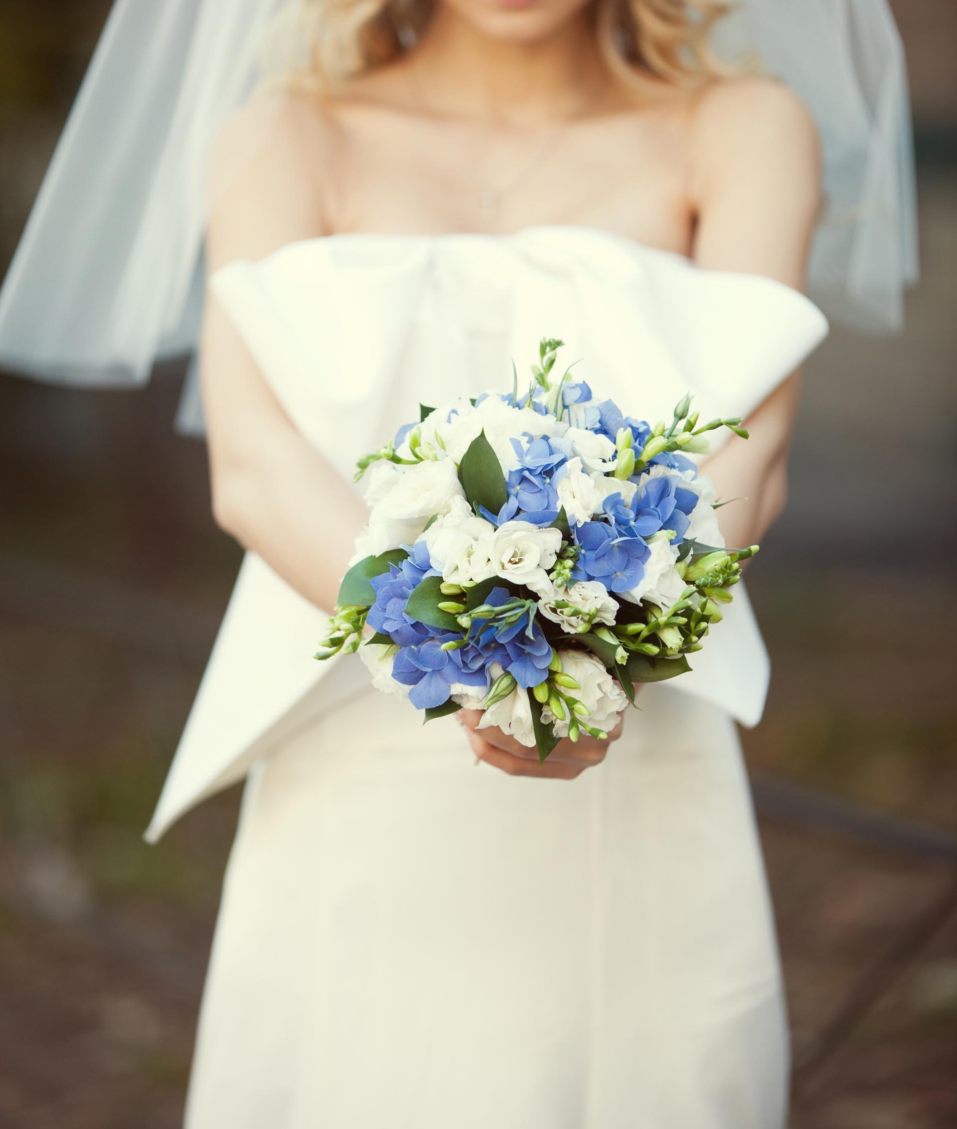 Brautstrau in Blau und Wei  Heiraten mit brautde