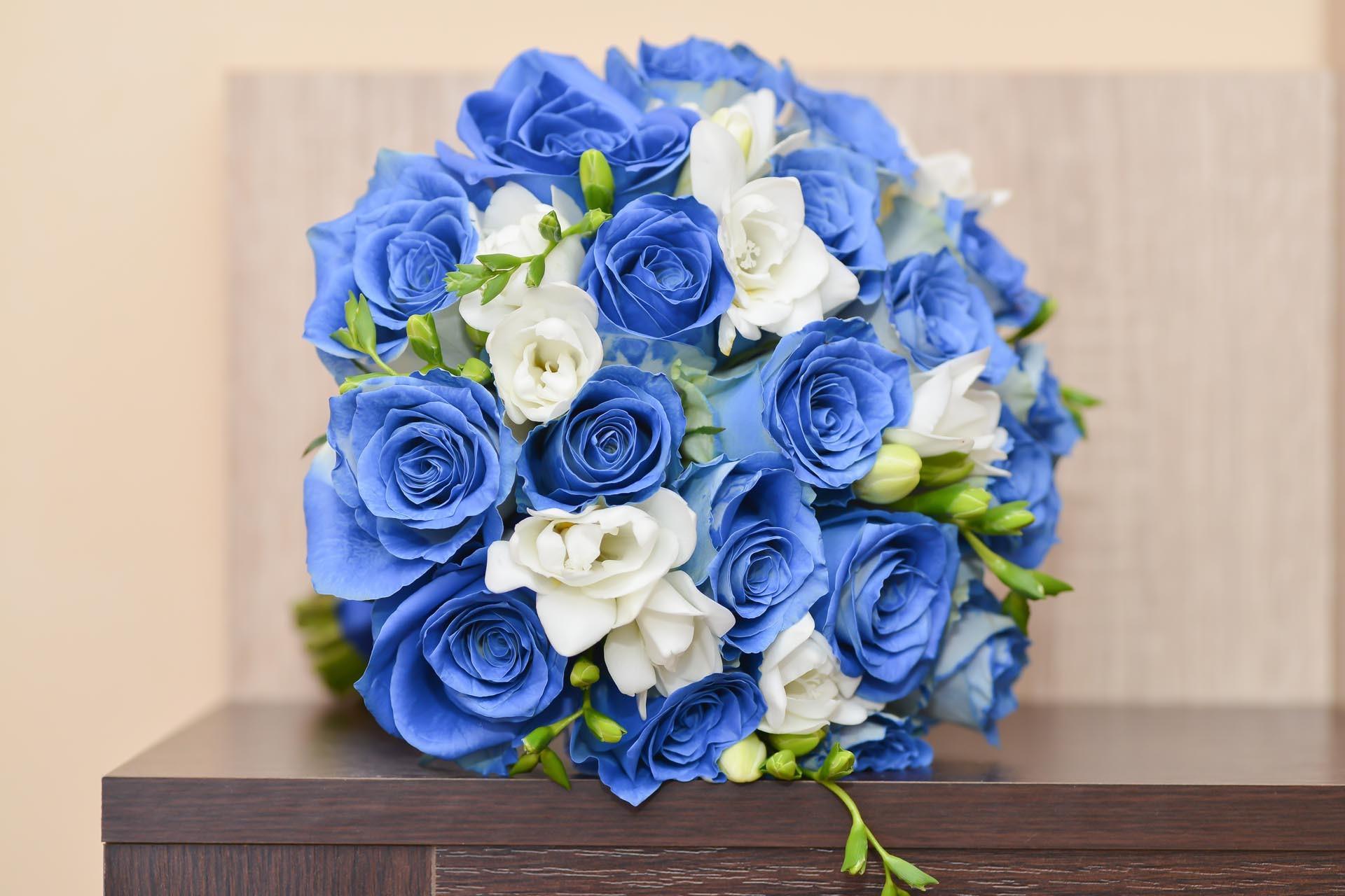 Brautstrau mit blauen Rosen  Heiraten mit brautde