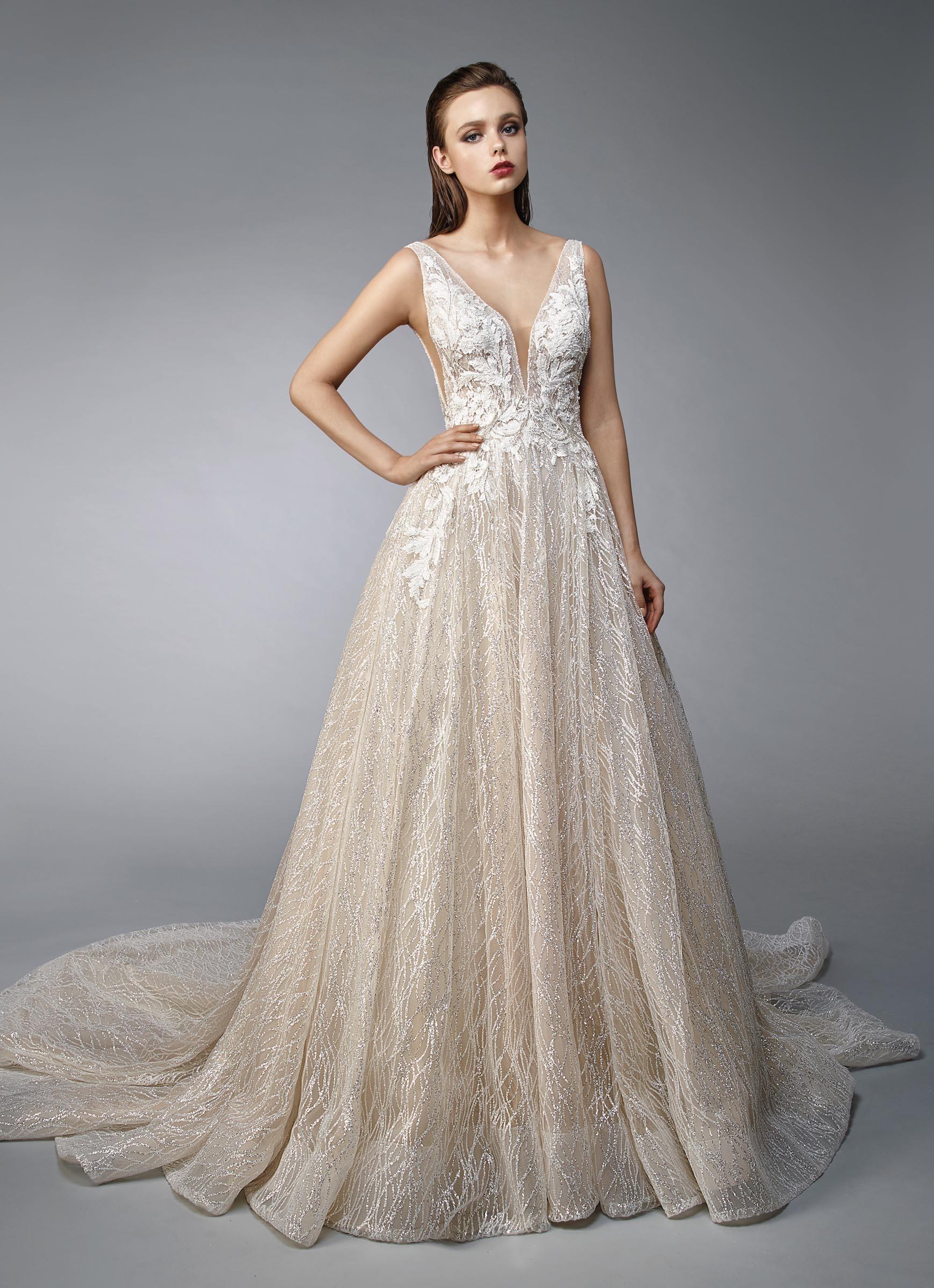 Goldenes Brautkleid im Prinzesschnitt mit cremefarbener