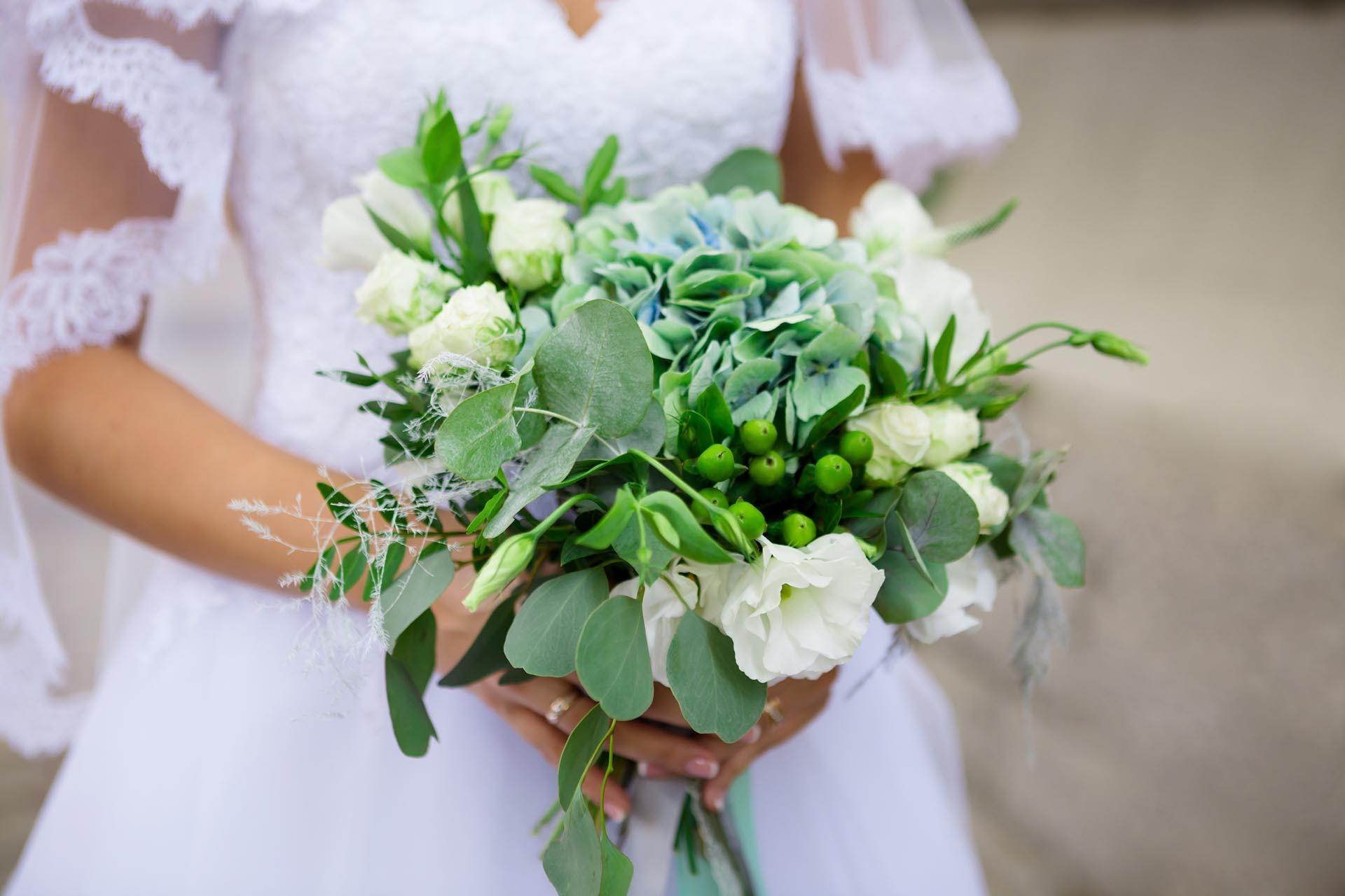 Brautstrau mit Eukalyptus  Heiraten mit brautde