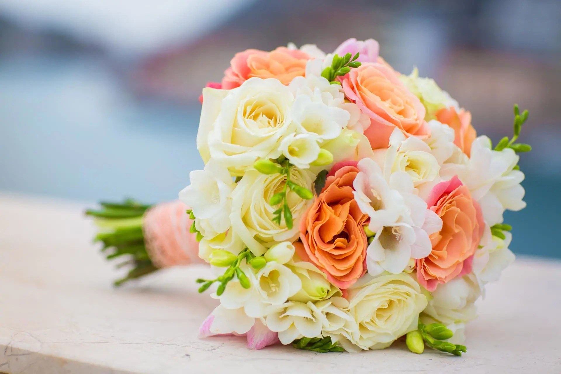 Hochzeitsstrauss Orange Weiss