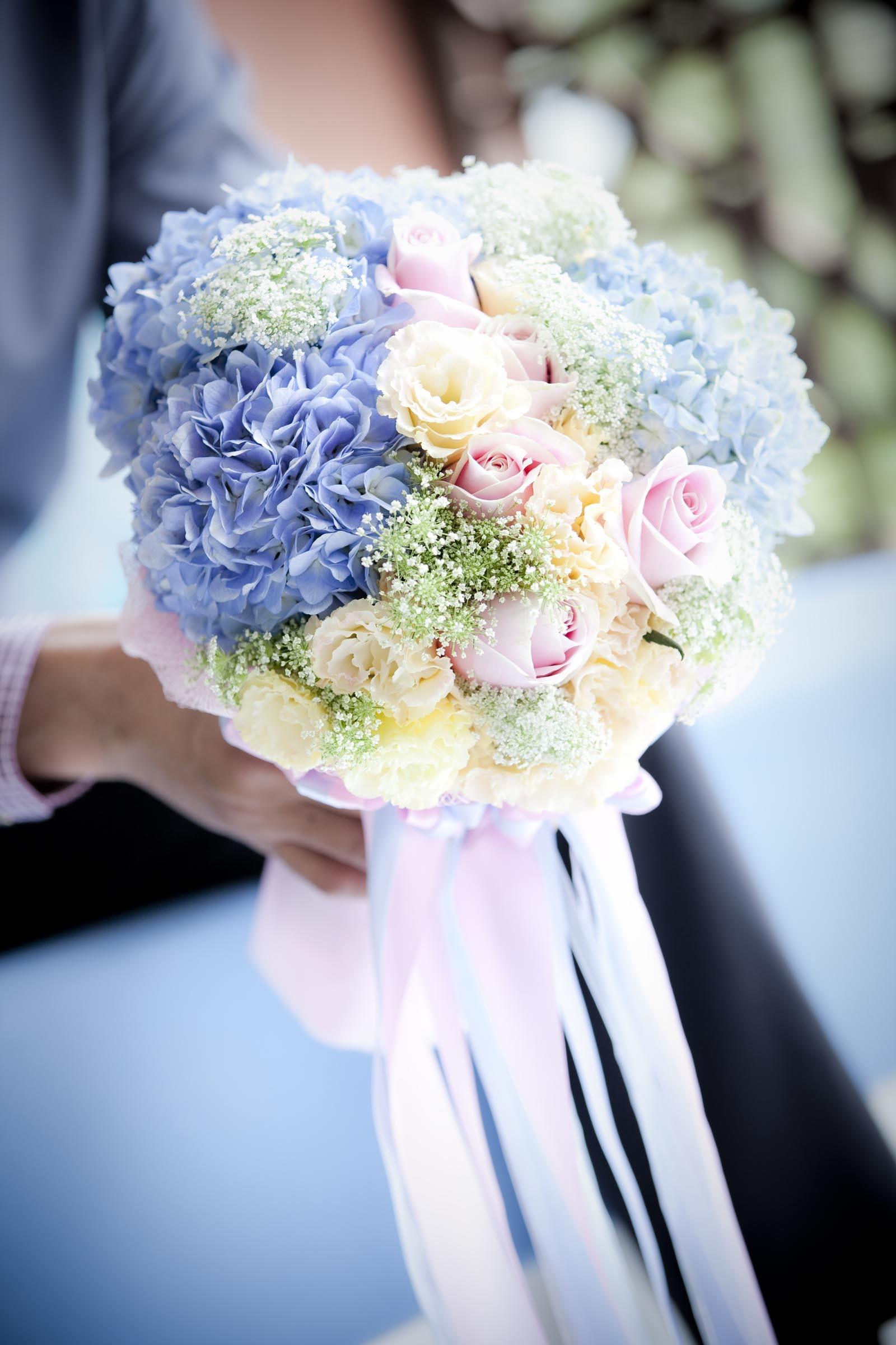 Brautstrau mit Rosen und Hortensien  Heiraten mit brautde