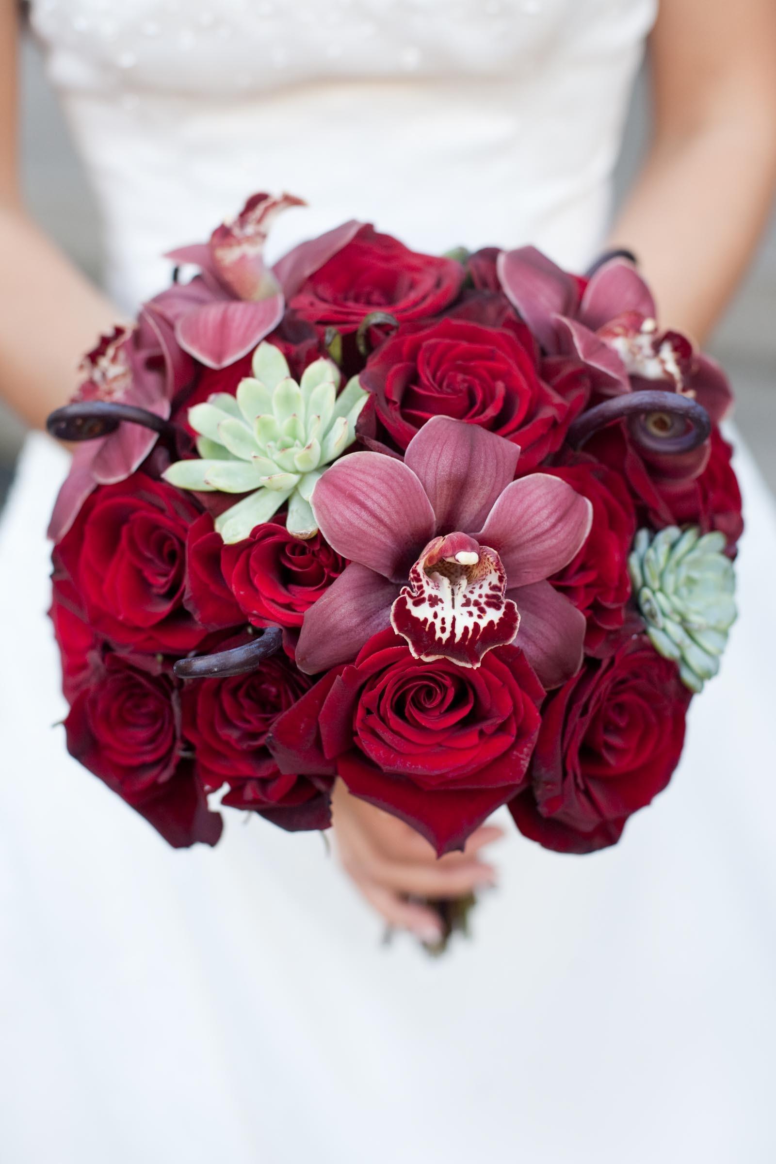 Brautkugel aus Rosen und Orchideen  Heiraten mit brautde