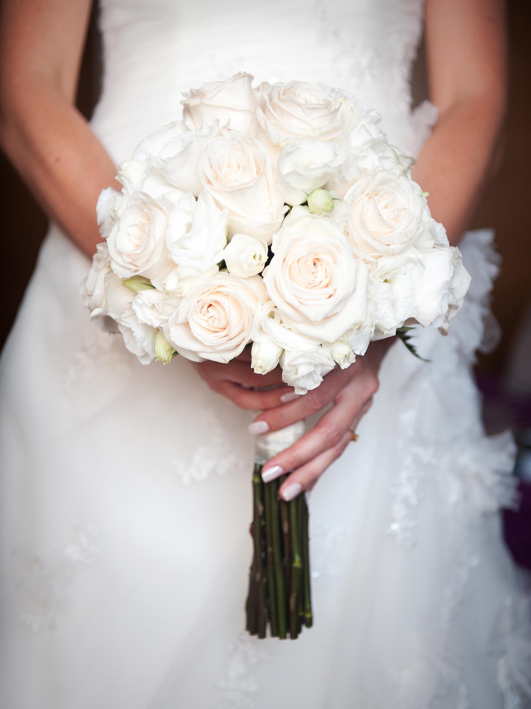 Hochzeitsstrau aus weien Rosen  Heiraten mit brautde