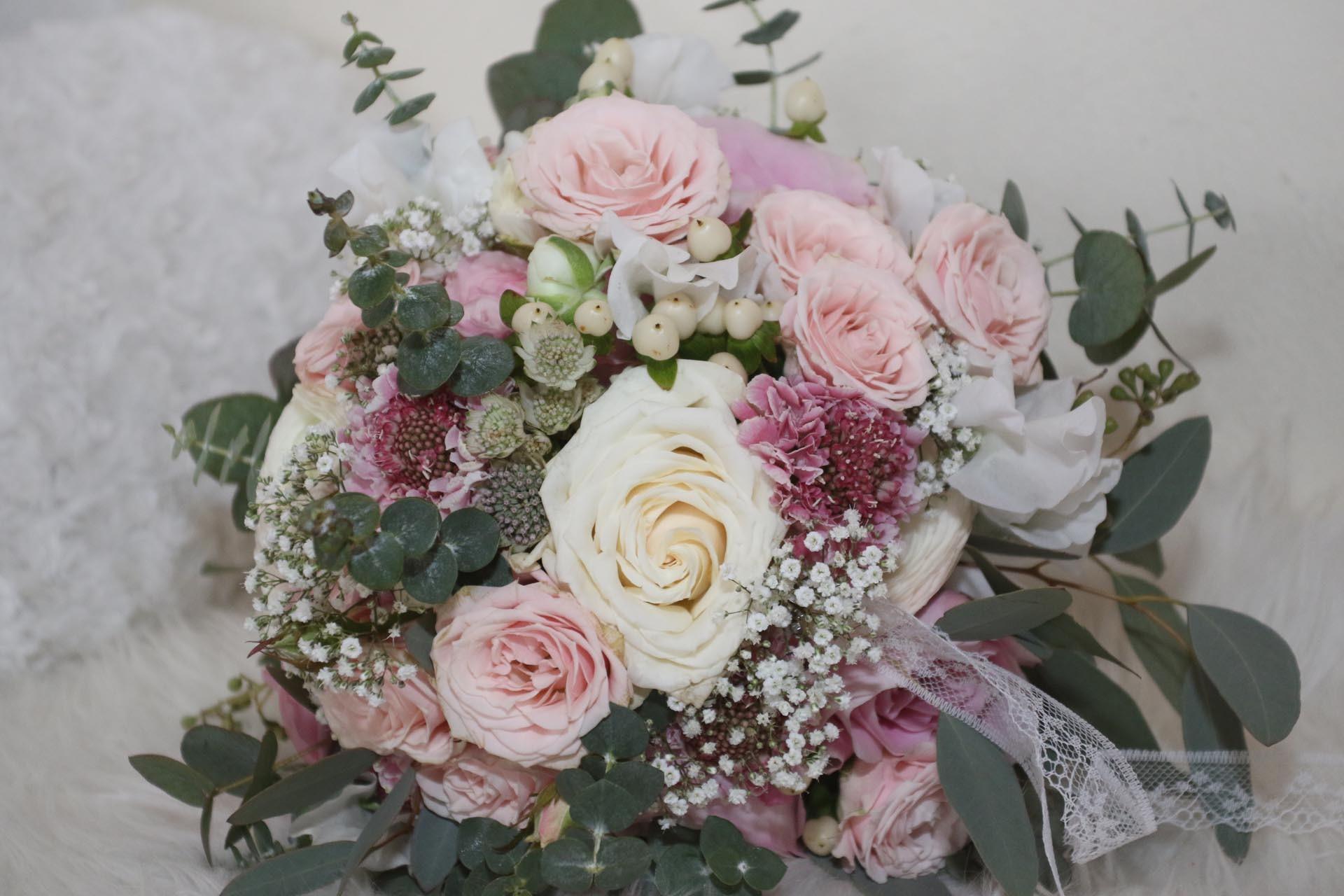 Strukturstrau mit Schleierkraut und Rosen  Heiraten mit