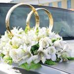 Blumenschmuck fr das Hochzeitsauto  brautorg