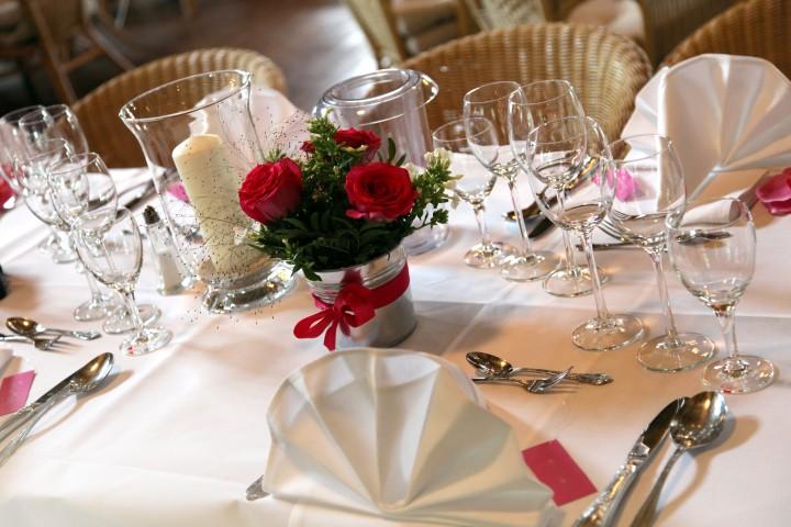 Romantische Blumendeko fr den Hochzeitstag  brautorg