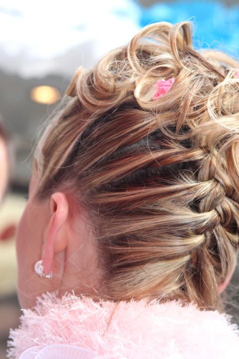 Geflochtene Brautfrisur Tipps fr den natrlichen Kopfschmuck  brautorg