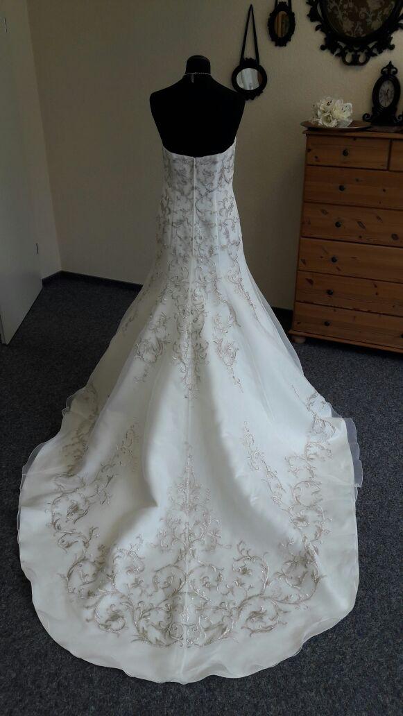 Brautmodeelegantmodischstyle1  Brautparadies Jordan