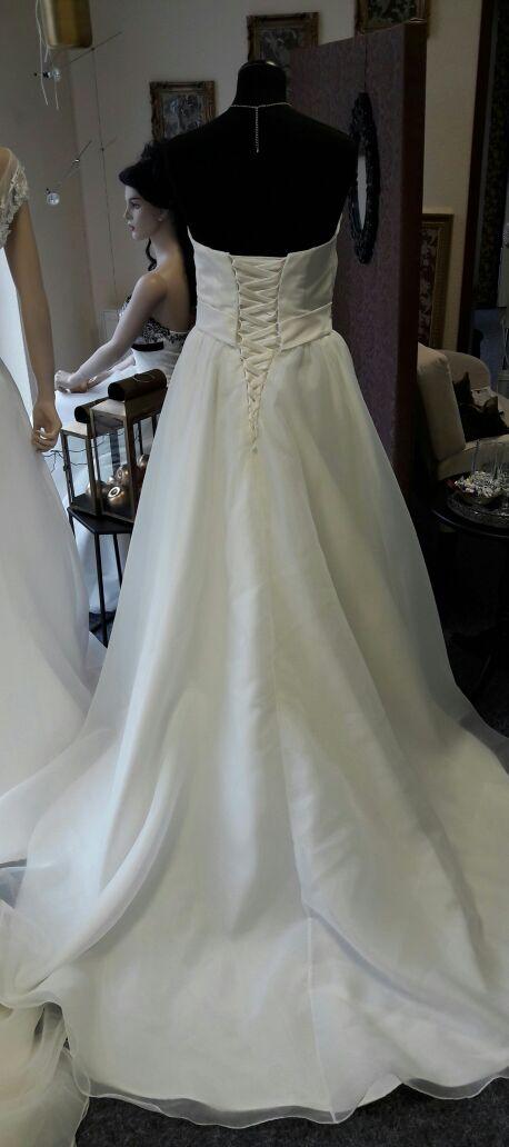 Leichtes figurfreundliches Brautkleid  Brautparadies