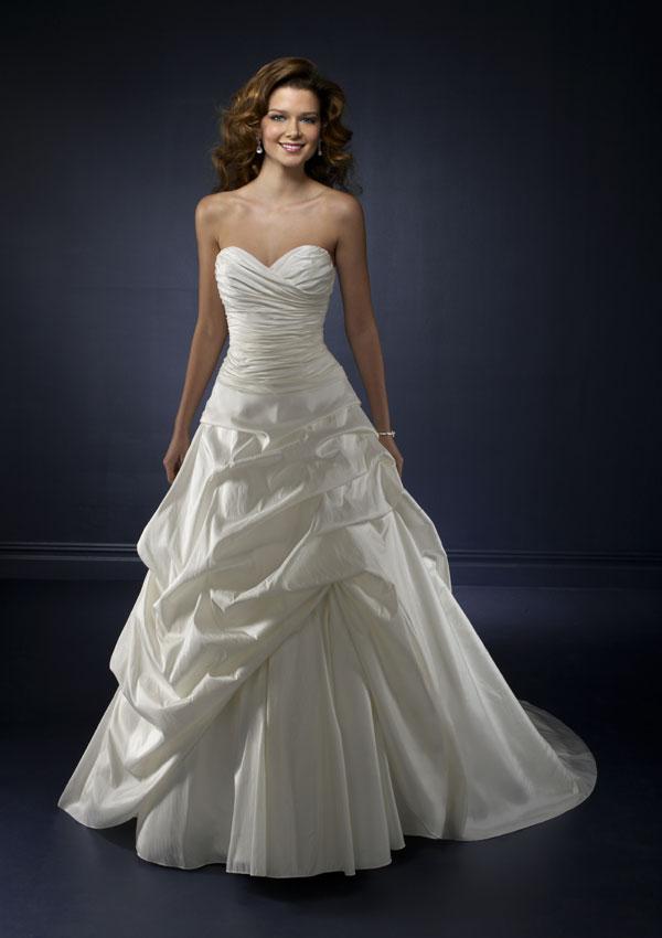Beauty on a Budget  Wedding Dresses under 500  BravoBride