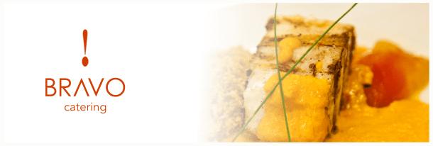 Peixe fresco ao molho de moqueca com tomates confitados e farofinha de brioche