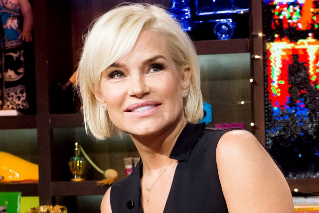yolanda foster haircut: see photo of her short style   the