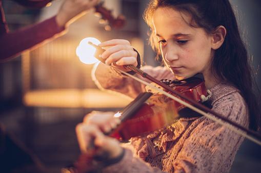 young girl playing violin.