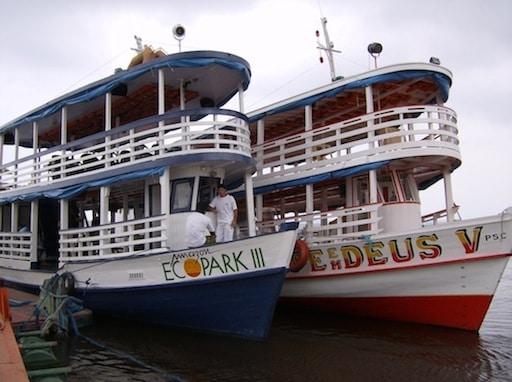 Barcos em MAnaus no Rio Amazonas
