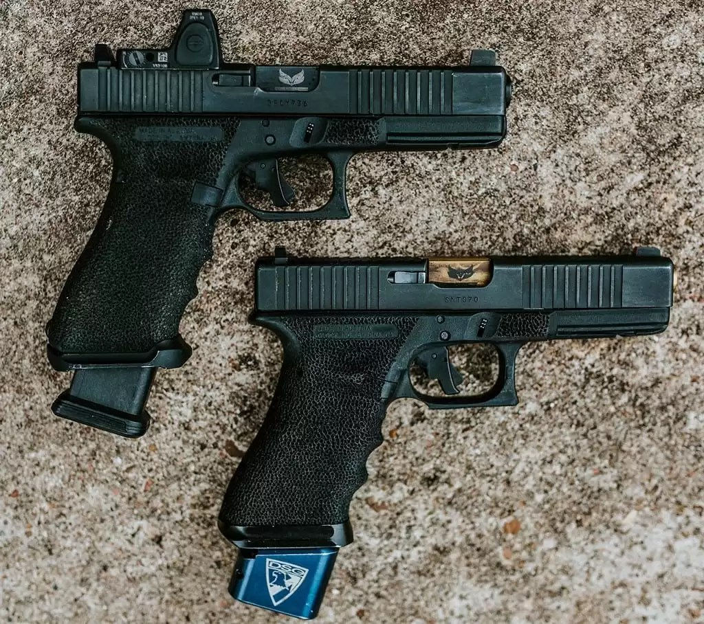 red dot vs iron sights pistol